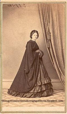 Civil War full length cloak with fitted shoulders.